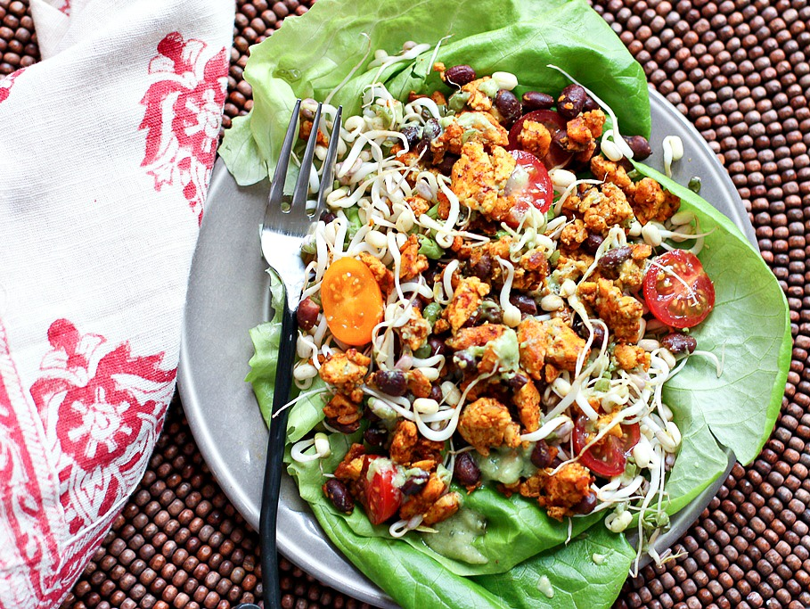 A quick and easy lunch salad with spicy tempeh and summer veggies!