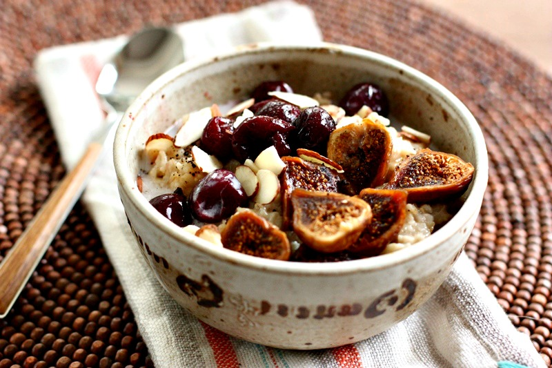 oatmealbreakfastbowlwithfigsandcherries