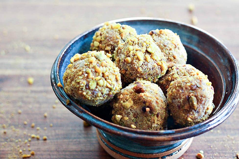 pumpkin-pistachio-energy-balls